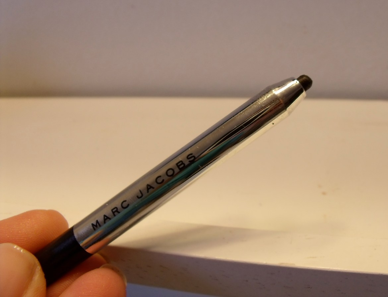 Marc-Jacobs-Beauty-Highliner-Gel-Crayon-Eyeliner-Blacquer.jpeg