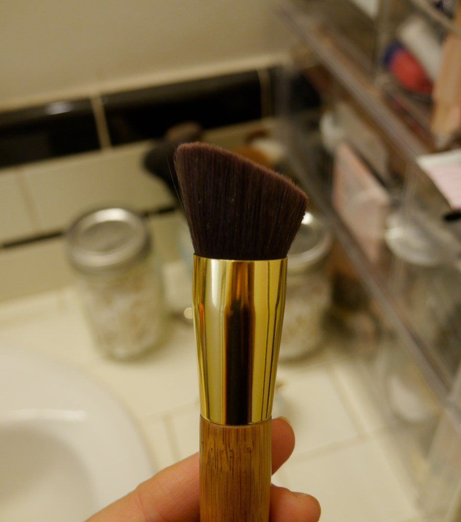 tarte-the-slenderizer-bamboo-contouring-brush-review-demo.jpeg