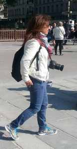 tourist safety tips paris - don't dress like a tourist