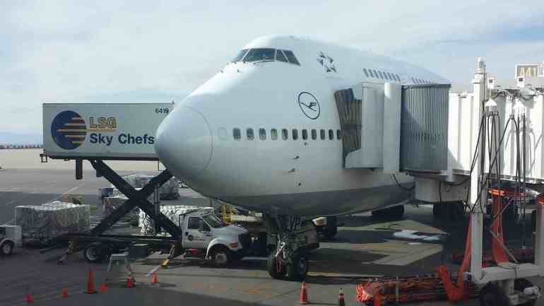 Plane Etiquette for Dummies - 10 tips for travel novices