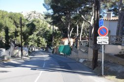 Provence's Blue Coast - Chemin de Méjean towards port