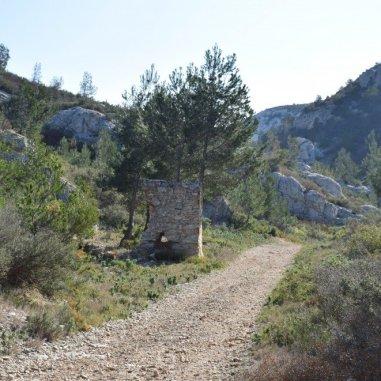 Provence's Côte Bleue - past the stone hut