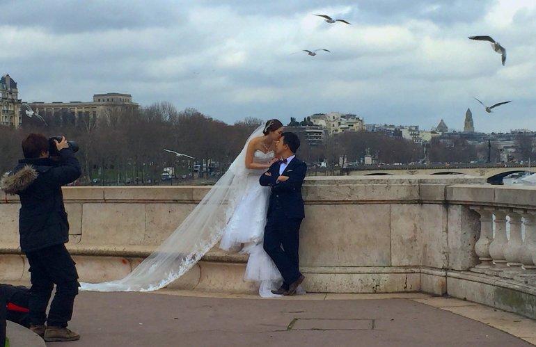 Silent Sunday - Pont Bir-Hakeim - Paris - Wedding