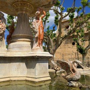 Silent Sunday - Fontaine des 4 saisons - Place Laugier de Monblan - 1869 - Maussane-les-Alpilles