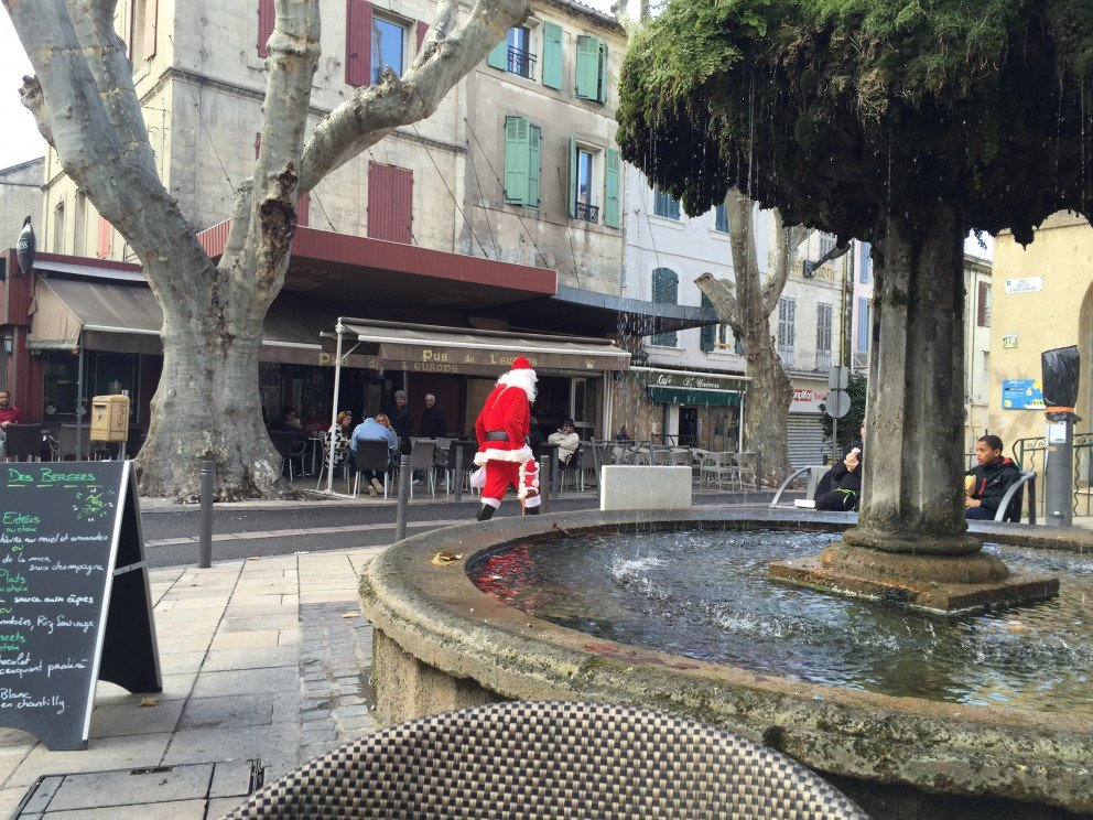 Santa sighting in Saint Remy de Provence... Silent Sunday