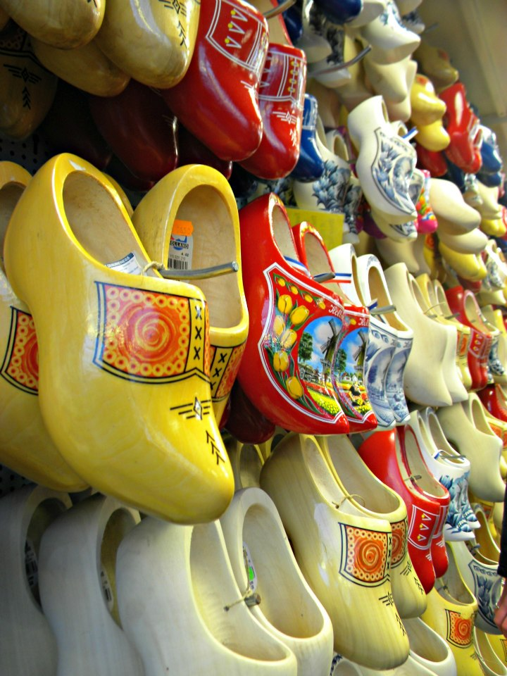 dutch-clogs-amsterdam-market