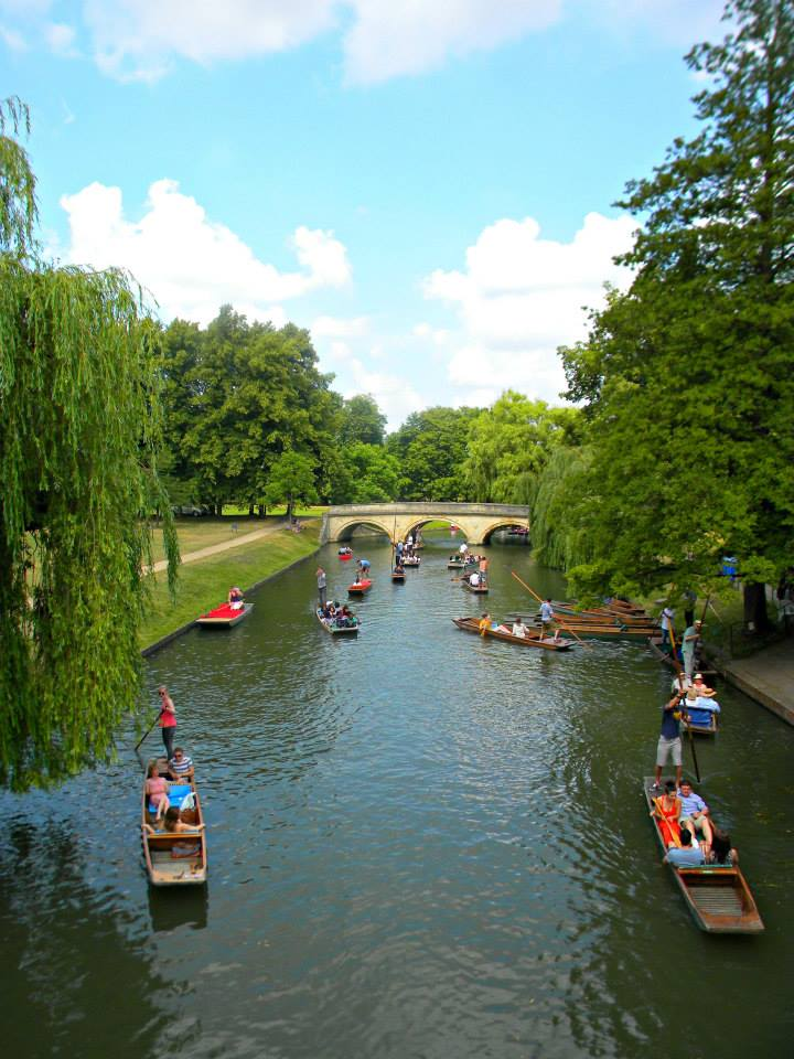 punting-on-river-cam-cambridge