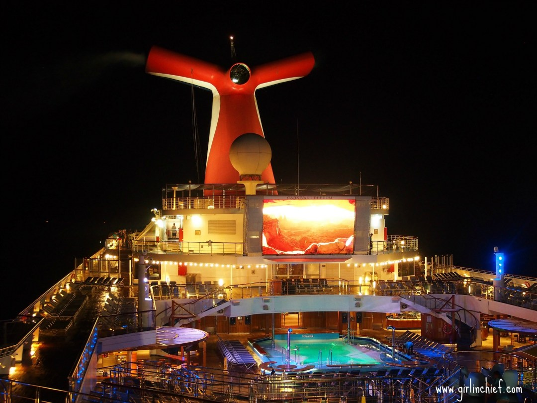 carnival-freedom-dive-in-movies-lido-deck
