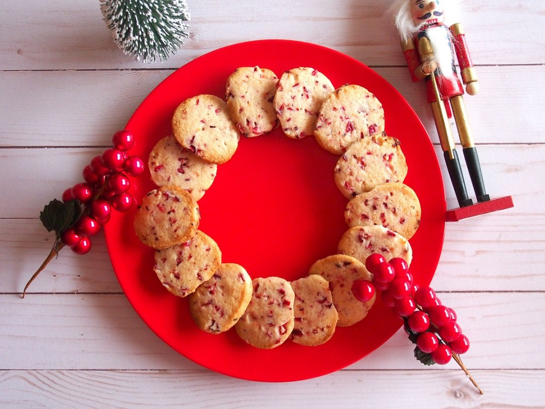 fresh-cranberry-shortbread-cookies-girlinchief-6