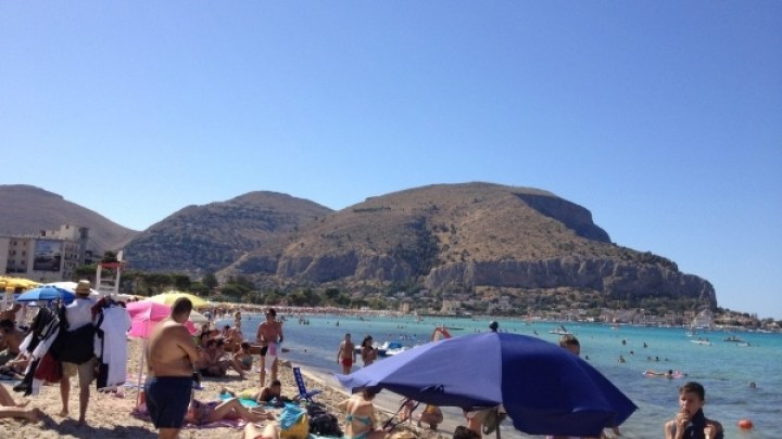 Mondello, the City of Crystal Blue Sea has My LEAST FAVOURITE Beach Around Palermo