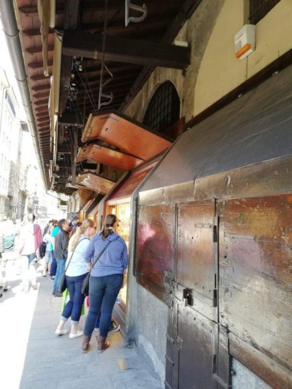 Jewelry stores along Ponte Vecchio