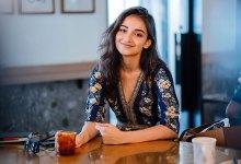 15 Señales de que una mujer quiere tu atención y realmente le gusta