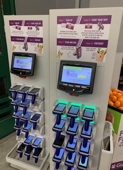 Il est possible de scanner son épicerie soi-même, puis mettre ses produits dans ses sacs immédiatement, puis quitter sans passer à la caisse