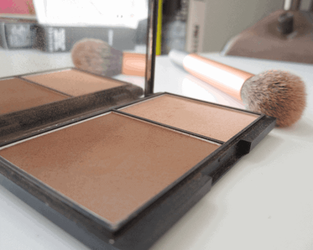 Sleek Contour kit in light