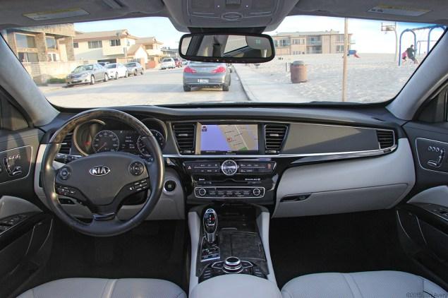 Kia K900 interior front