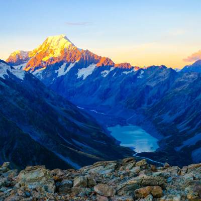 The breathtaking sunrise view of Mount Cook taken from the ridge line next to the Mueller Hut while hiking in the Mount Cook National Park, New Zealand #muellerhut #mountcooknationalpark #newzealand