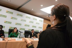 Emma Saloranta from Girls' Globe asks Melinda Gates a question in the Press Conference.