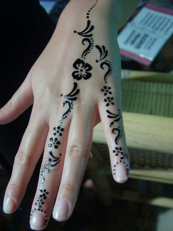 20 Very Simple Henna Tattoos Ideas And Designs
