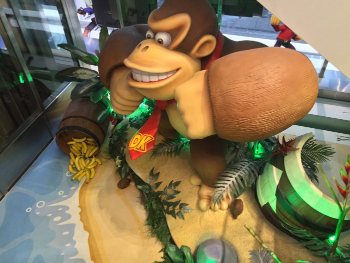 Donky Kong statue at the Nintendo World Store in NYC © Leah Jewer / Girls on Games