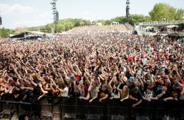 Heavy Montreal Crowd Photo by Susan Moss