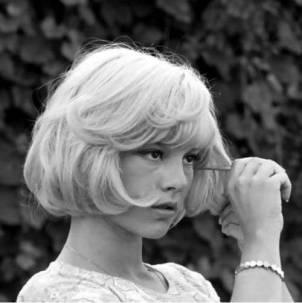 sylvie-vartan-bob-hair