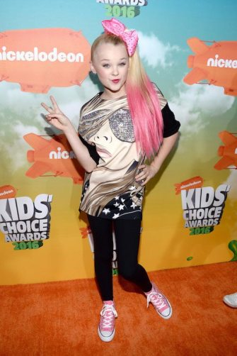 JoJo-Siwa-at-Nickelodeon-s-2016-Kids-Choice-Awards