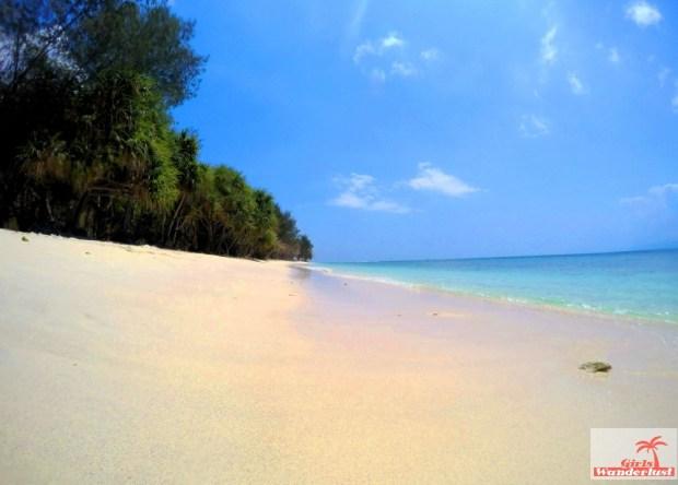 Gili Nanggu, Gili Tangkong, Gili Kedis and Gili Sudak – The paradise islands of Lombok via @Girlswanderlust. Gili Nanggu. #girlswanderlust #gili #lombok #indonesia #gilinanggu #nanggu #kedis #sudak.jpg