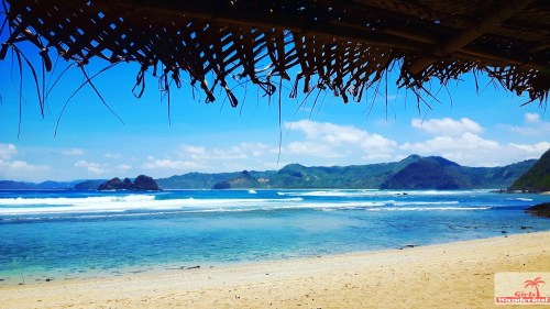 Travel guide Kuta Lombok – Things to do, eat, sleep, and party by @girlswanderlust - Mawi beach- #Kuta #Lombok #Asia #Kutalombok #wanderlust #girlswanderlust #travel #travelling #beach