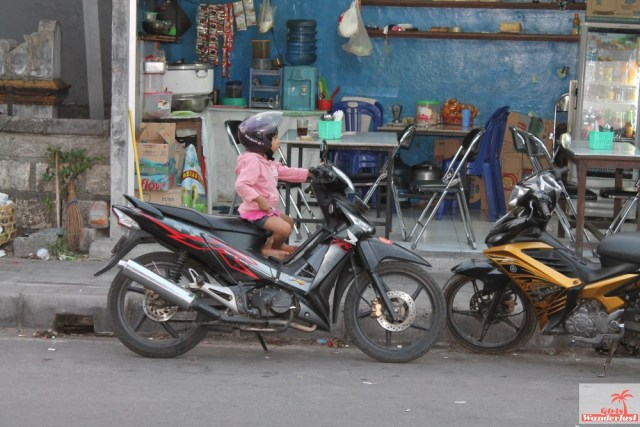 How not to get scammed in Bali! 20 Common tourist traps and how to avoid them, written by @girslwanderlust. Scooter 2. #scooter #bali #indonesia #sammed #traps #touristtraps #touristscam