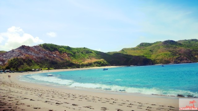 30 Photos that will make you want to visit Lombok immediately by @girlswanderlust #girlswanderlust #travel #wanderlust #wander #mawun #beach #pantai #lombok #indonesia