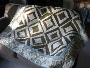 medium_ann_quilt_couch.jpg