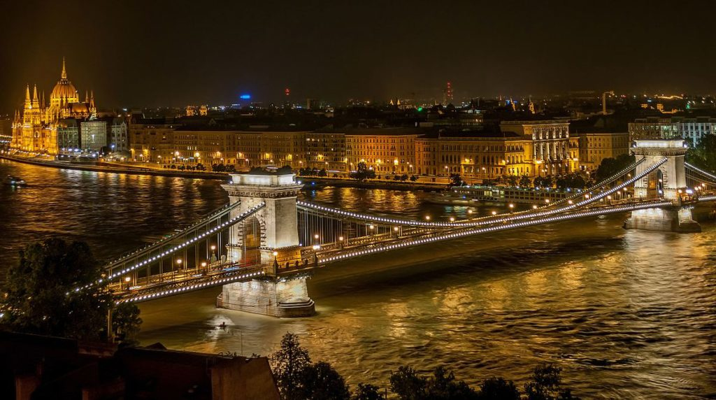 Fairy Tale Castles of Budapest, Széchenyi_Chain_Bridge_in_Budapest_at_night