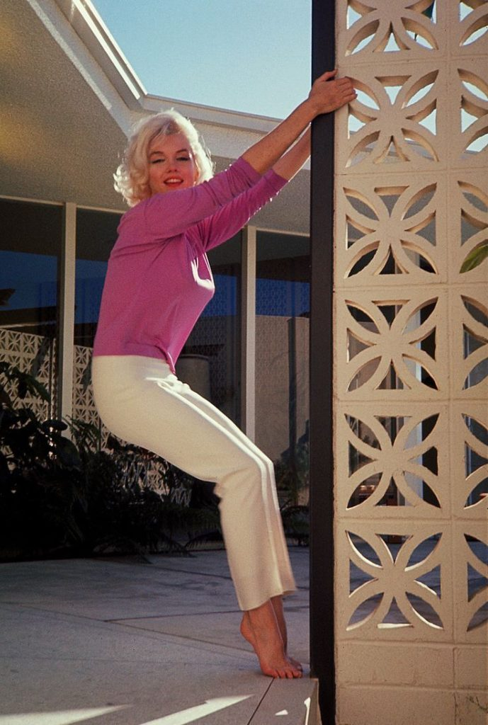 What Really Happened to Marilyn Monroe? Girl Who Travels the World, Marilyn Palm Springs