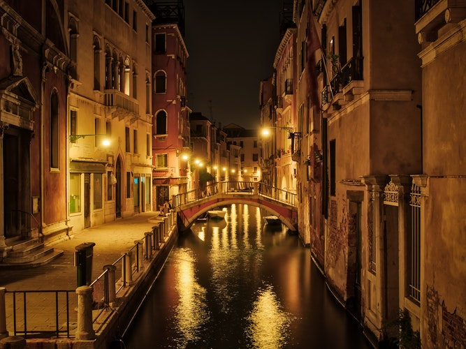 20 Photos to Inspire Your Italy Travels, Girl Who Travels the World, Venice Canal