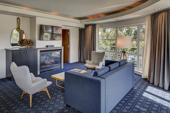 Best Pet-Friendly Hotels in Portland, Oregon, Girl Who Travels the World, River's Edge Hotel & Spa