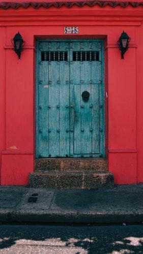 15 Photos to Inspire Your Cartagena Tri8p, Girl Who Travels the World, Cartagena Pink Door