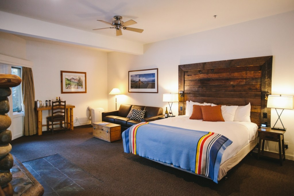 Best Lakefront Hotels in Lake Tahoe, Girl Who Travels the World, Sunnyside