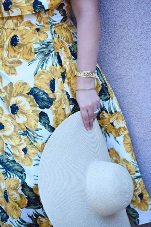 No strapless bra required with this dress via @GirlWithCurves