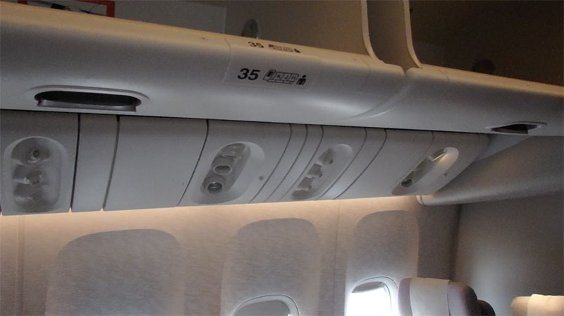 traveler-airplane