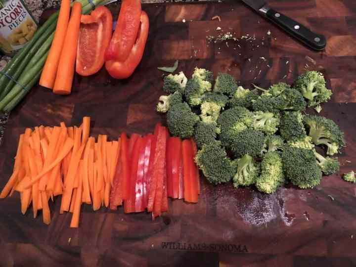 photo of julienned carrots, red bell peppers, and chopped broccoli