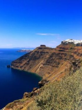A hike from Oia to Fira should be on your Santorini bucket list.