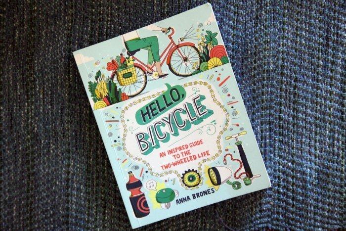 Copertina del libro Hello, Bicycle, foto Anna Brones