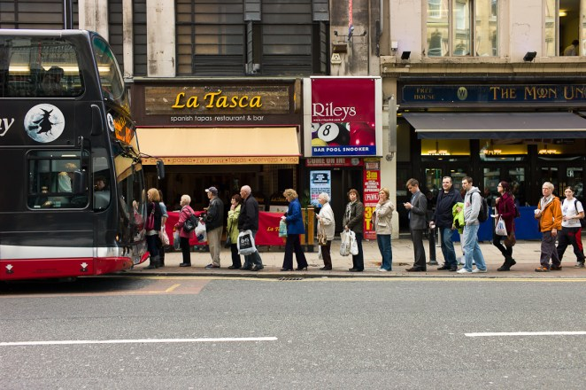 8 Thoughts That Go Through Your Head When You Have to Catch a Bus - Sublime Ninety Nine
