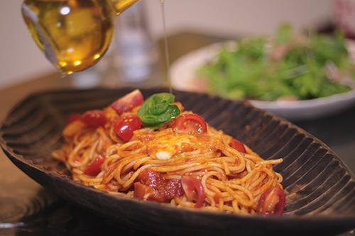 「カフェ」「サラダ」「食べ物」などがテーマのフリー写真画像