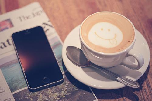 「カフェ」「コーヒー」「ドリンク」「マグカップ」「飲み物」などがテーマのフリー写真画像
