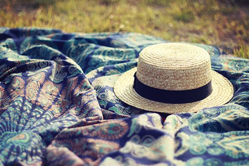 「ラウンドタオル」「帽子」「麦わら帽子」などがテーマのフリー写真画像