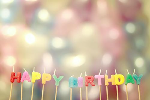 「HAPPY BIRTHDAY」「アルファベット」「おめでとう」「お祝い」「お誕生日おめでとう」「キャンドル」などがテーマのフリー写真画像