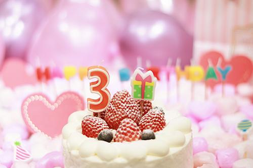 オシャレな誕生日画像:可愛いケーキとキャンドルでお祝い〜3?歳編〜