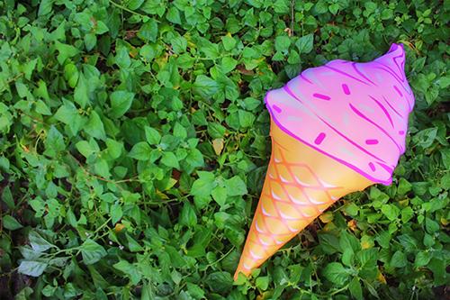 「ソフトクリーム」「夏」「浮き輪」などがテーマのフリー写真画像
