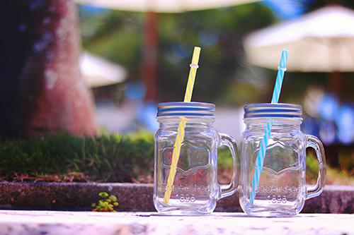 「プール」「メイソンジャー」「リゾート」「夏」などがテーマのフリー写真画像